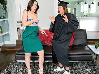 Stepsons Graduation Day - S16:E1